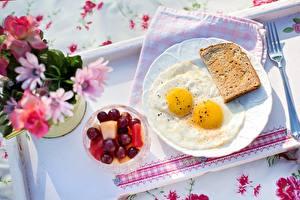 Обои Хлеб Яичница Тарелка Завтрак Еда фото