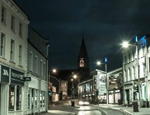 Картинка Великобритания Дома Улице Ночь Уличные фонари Lisburn город