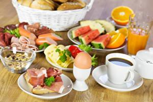 Фотографии Кофе Фрукты Бутерброды Колбаса Ветчина Сыры Чашке Яйца Еда