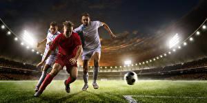 Фотографии Футбол Мужчины Вечер Трое 0 Мяч Стадион