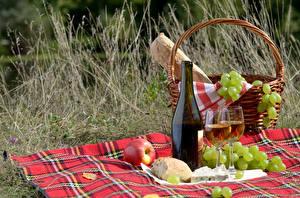 Обои Вино Виноград Хлеб Яблоки Пикник Бутылка Бокалы Корзинка Пища
