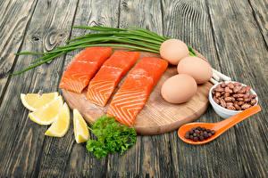 Фотографии Рыба Лимоны Овощи Лососи Яиц Разделочной доске Продукты питания