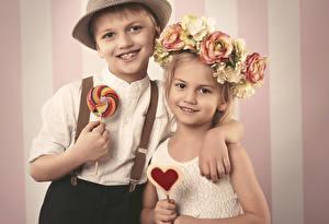 Картинки Любовь Сладости Мальчики Девочки Вдвоем Улыбка Ребёнок