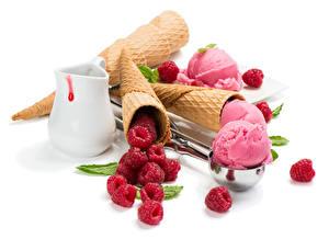 Обои Сладости Мороженое Малина Шарики Кувшин Белый фон Еда фото
