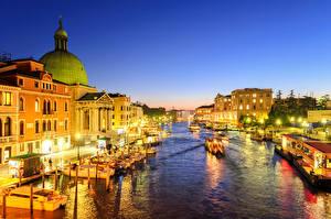 Фото Италия Дома Венеция Водный канал Уличные фонари Улица Ночь Grand Canal Города