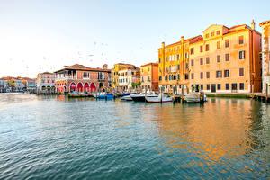 Фотография Италия Дома Причалы Катера Венеция Водный канал Города