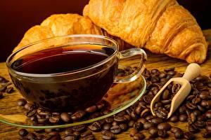 Обои Кофе Круассан Чашка Зерна Блюдце Еда фото