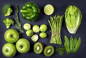 Фото Овощи Фрукты Яблоки Перец Киви Капуста Лайм Черный фон Зеленый