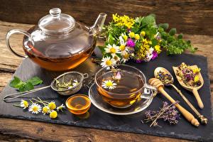 Обои Натюрморт Чай Чайник Ромашки Чашка Разделочная доска Еда фото