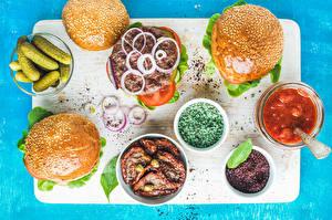Картинки Огурцы Мясные продукты Булочки Бутерброды Гамбургер Кетчуп Разделочная доска Продукты питания