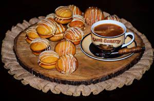 Картинки Кофе Печенье Чашка Черный фон Еда