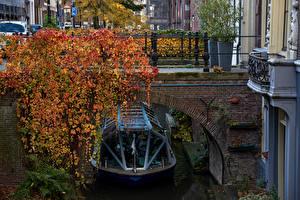 Обои Нидерланды Мосты Осень Катера Утрехт Водный канал Города фото