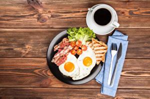 Обои Натюрморт Мясные продукты Овощи Кофе Нож Хлеб Яичница Чашка Вилка Завтрак Еда фото