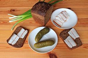 Картинки Огурцы Хлеб Сало Блюдце Еда