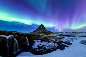Обои Исландия Горы Водопады Небо Киркьюфетль гора Снег Полярное сияние Природа фото