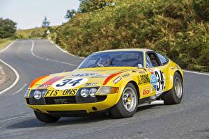 Фотография Феррари Тюнинг Винтаж Pininfarina Желтые Металлик 1972 365 GTB-4 Daytona Competizione (Series III) машины