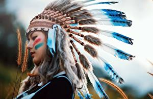 Фото Перья Индейский головной убор Индейцы Красивые Девушки