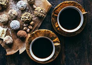 Обои Кофе Шоколад Орехи Сладкая еда Конфеты Чашка Двое Еда