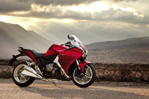 Фотография Хонда Сбоку 2012-16 VFR1200F Мотоциклы