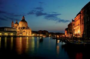 Картинка Италия Ночные Водный канал Венеция
