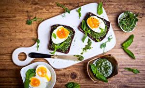 Картинка Быстрое питание Бутерброд Овощи Яйца Листва Завтрак Разделочной доске Продукты питания