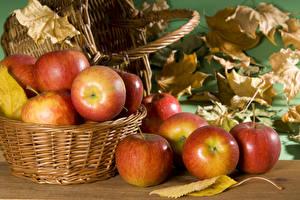 Обои Осень Яблоки Корзинка Листья Еда фото