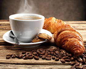 Фотографии Кофе Круассан Чашка Зерна Завтрак Блюдце Пар