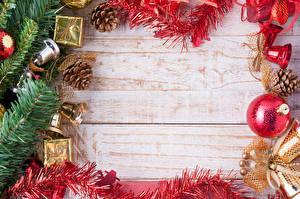 Обои Праздники Новый год Шарики Шаблон поздравительной открытки Ветки Шишки Колокольчики фото