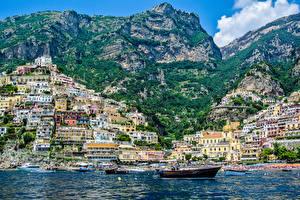 Картинка Италия Горы Здания Лодки Катера Побережье Позитано Амальфи Amalfi Coast город