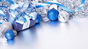 Обои Праздники Новый год Шарики Подарки Бантик Шаблон поздравительной открытки фото