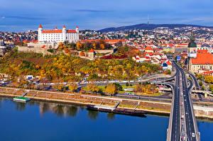 Обои Словакия Дома Реки Мосты Дороги Осень Bratislava Города фото