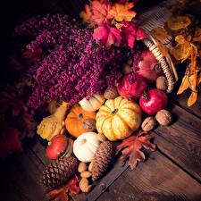Обои Осень Тыква Орехи Шишки Листья Доски Еда фото
