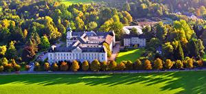 Обои Австрия Храмы Зальцбург Газон Деревья Monastery Города фото