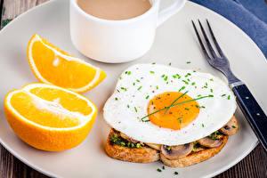 Обои Бутерброды Апельсин Яичница Вилка Завтрак Еда фото