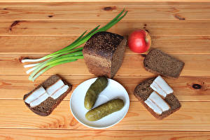 Обои Огурцы Хлеб Яблоки Сало Тарелка Доски Еда