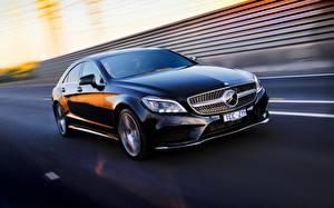 Обои Mercedes-Benz Черный Движение 2015 AU-spec AMG бенц CLS 500 Sport Package C218 Автомобили фото