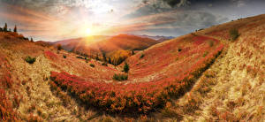Обои Украина Горы Рассветы и закаты Пейзаж Карпаты Солнце Лучи света Природа
