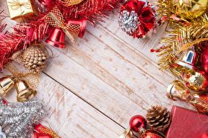 Фото Праздники Новый год Колокольчики Шишки Шар Шаблон поздравительной открытки Доски