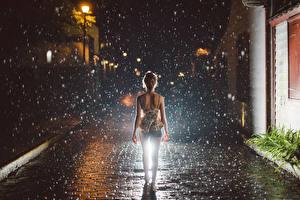 Фото Дождь Улица Капли Ночные Тротуар Девушки