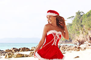 Обои Новый год Шатенка Униформа Платье Шапки Девушки фото