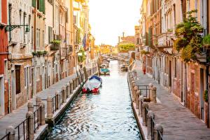 Обои Италия Дома Лодки Венеция Водный канал Города фото