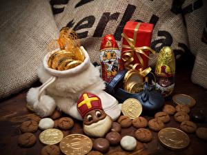 Картинки Новый год Печенье Конфеты Шоколад Монеты Подарки Еда