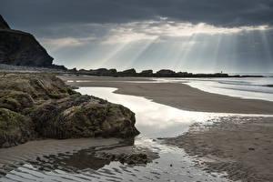 Фотографии Великобритания Берег Пейзаж Камень Небо Лучи света Пляжа Уэльс Dunraven Bay Природа