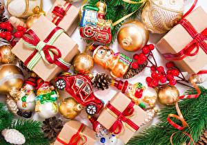 Обои Праздники Новый год Подарки Шарики