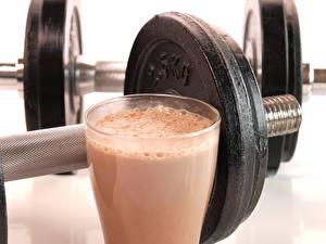 Обои для рабочего стола Напитки Гантели Стакан protein drinks Спорт