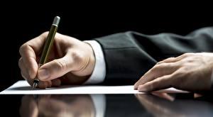 Картинки Пальцы Рука Бизнес Шариковая ручка Лист бумаги