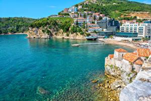 Обои Черногория Дома Море Побережье Пляж Скала Бухта Budva Города фото