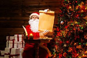Фотография Праздники Рождество Новогодняя ёлка Санта-Клаус Подарки Шарики Электрическая гирлянда Лист бумаги