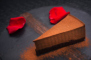 Обои Сладости Пирожное Шоколад Торты Лепестки Часть Какао порошок