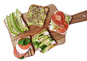 Фотографии Бутерброд Овощи Хлеб Белом фоне Нарезка Разделочная доска Пища